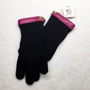COACH Knit Turn-lock Gloves
